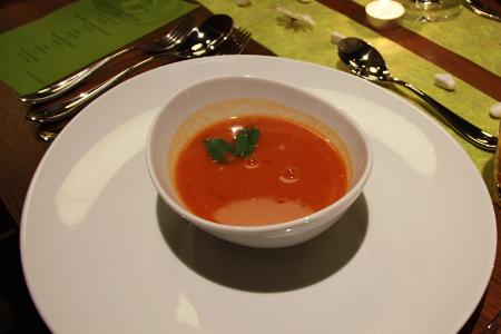 Dal Dhokli (indische Suppe mit gelben Linsen)